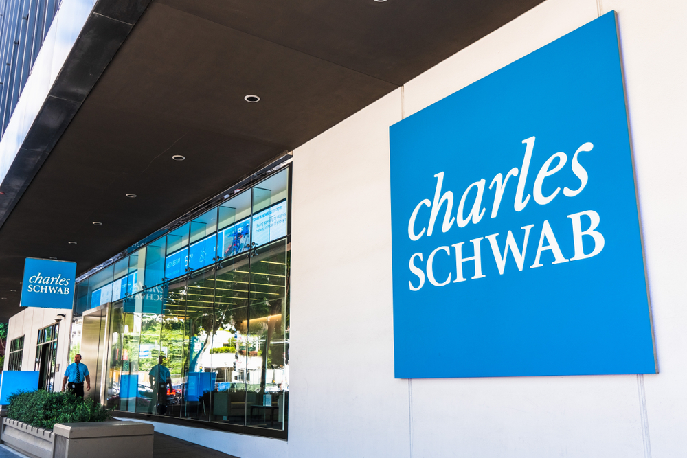 Net income falls slightly for Charles Schwab in 2020